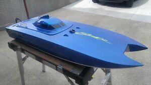 """Bonzi Skater 47"""" Gas Boat Catamaran, BZX5 Motor, Futaba 3pm"""