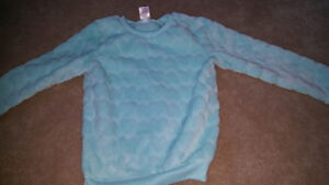 Size 5t fuzzy sweater warn 2 times only *REDUCED*