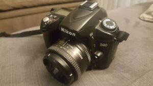 Camera photo Reflex Nikon D90 et lentille Nikkor AF 50mm f/1.8D