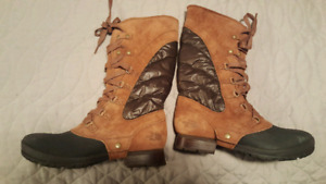 Ladies north face winter boots size 8.5
