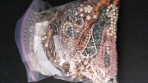 BAGS of costume jewellery! 550+ pcs 1stCFS great resale deal West Island Greater Montréal image 2