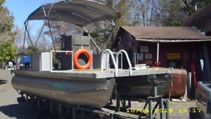 Boat, motor and trailor for sail.