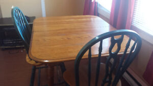 Moving sale !!! Kitchen Table and 2 chairs