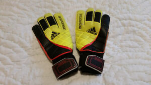 Adidas training soccer goal keeper gloves size 6