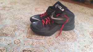 LeBron zoom solider 8 size 9 9.5/10 condition Cambridge Kitchener Area image 1