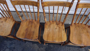 Set of 4 Antique Pressback chairs c.1910 West Island Greater Montréal image 4