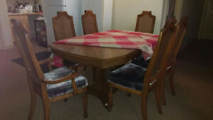 MOVING SALE~7 Piece Excellent Condition Solid Wood Dining Table