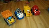 Lot de 4 véhicules et bonhommes pour enfants