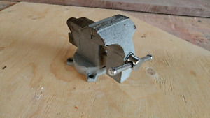 """Solid 3.5"""" bench vise"""