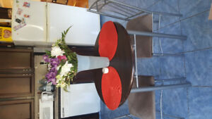 Small dining set in great condition