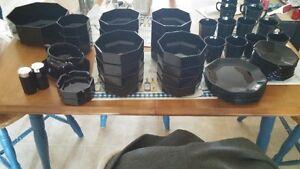 Set de vaisselle noir et plus...