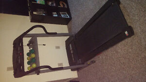 EXCELLENT CONDITION ELECTRIC TREADMILL