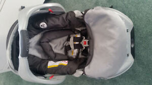Graco Classic Connect Snugride Infant Carrier with Base
