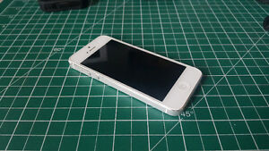 Good condition white iPhone 5 + Otterbox