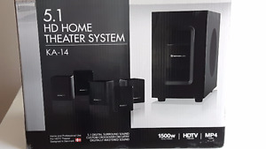 IKON Projector 4K HDMI with 3D comes with a screen