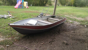 Aluminum boat with motor