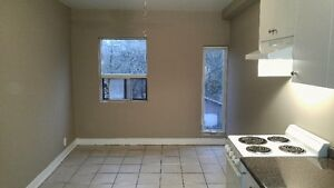 Small Second floor bachelor apt (Broadview and danforth)