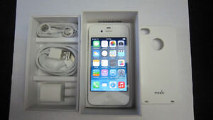 Apple iPhone 4 8GB cellphone with Rogers/ChatR