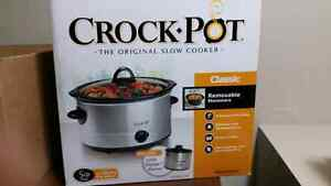 BRAND NEW SLOW COOKER, REDUCED PRICE