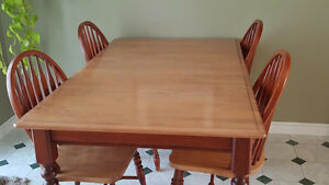 Dining room table with 4 chairs & leaf