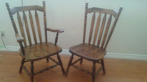 Antique Colonial Single Pedestal Oval Table with 2 Large chairs