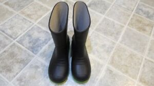 Used Size 3 Rubber Boots