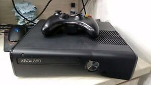 250GB XBOX 360 SLIM INCLUDES CONTROLLER + 16 DOWNLOADED GAMES