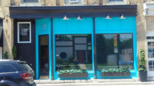 600sq ft Prime Retail space available in PARKHILL near London