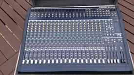 Behringer MX-2442 Mixer