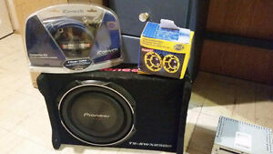 Mint condition sub woofers/wiring kit/Planet audio 1500W Amp.