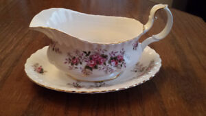 ROYAL ALBERT LAVENDER ROSE GRAVY BOAT