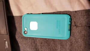 Unlocked iPhone 5s 16gig9  + Life Proof water proof case