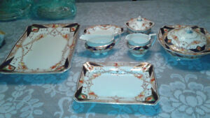 set de vaisselle A.J. Wilkinson Royal Stafford 12 couv. impecabl