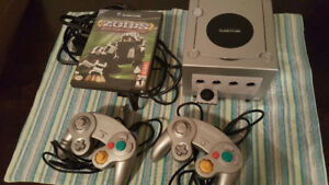 Silver Gamecube with two controllers