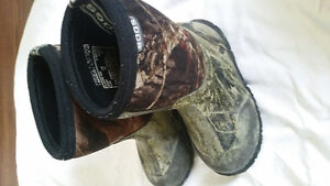 Boggs boots size 11 boys