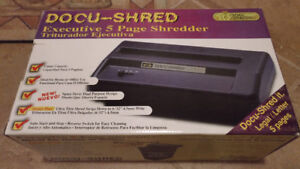 Paper Shredder BNIB 5 page capacity