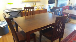 Dining table w/leaf & 4 chairs