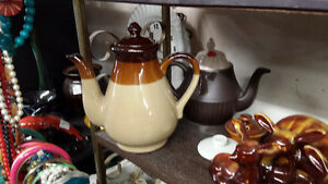 LOTS OF TEA POTS Belleville Belleville Area image 1