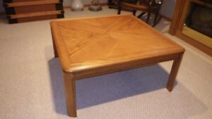 MATCHING OAK LIVING ROOM COFFEE TABLES