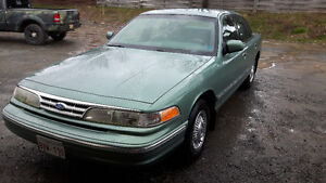1997 Ford Crown Victoria Sedan