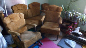2 seat settee 2 armchairs and 1 regular chair