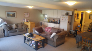 1 Bdrm cute & bright with yard Avail Jan 1