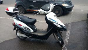 Scooter Électrique pour pièce avec moteur et roue arrière neuve