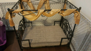 Canopy pet bed