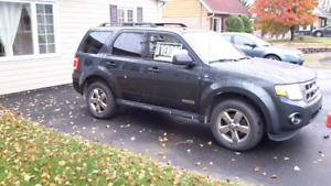 Ford escape 4x4 2008 $3,000