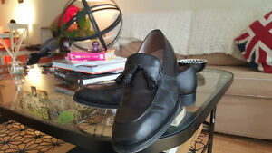 BANANA REPUBLIC - LEATHER LOAFERS - AS NEW - BLACK - US 10