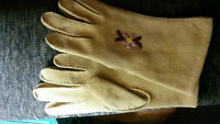 girl's gloves. could be used for gardening. like new