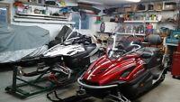2 Motoneiges Yamaha  / une grise et une rouge