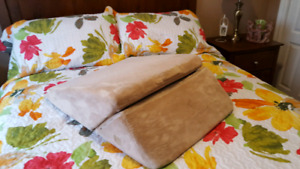 For sale wedge memory foam pillow.