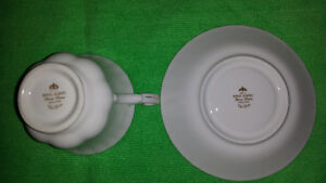 """Royal Albert """"Val D'or"""" Cup & Saucer Cambridge Kitchener Area image 8"""